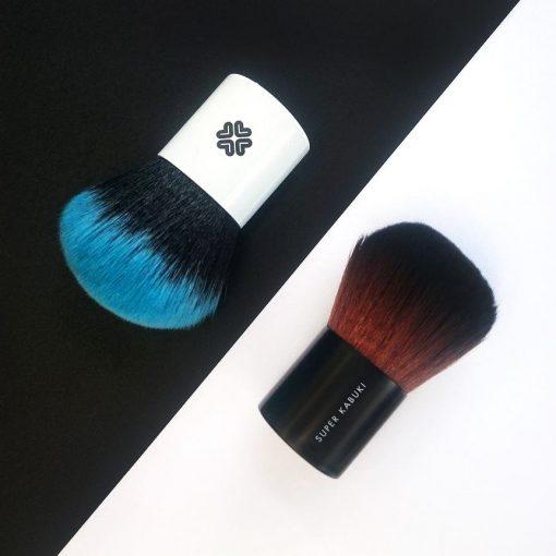 štětec kabuki z limitované edice Lily Lolo